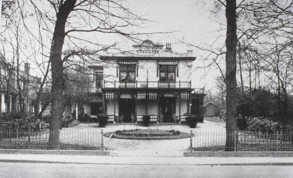 Links van de villa Overdal lag het gerenommeerde pension Eikenhorst.