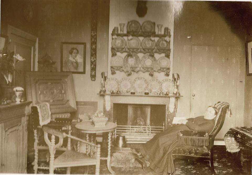 """Anna Henriette Wolterbeek in rust in de villa """"Valkenburg"""""""