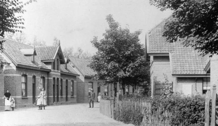 Een straat in het Agnetapark met arbeidershuizen. Rond 1900
