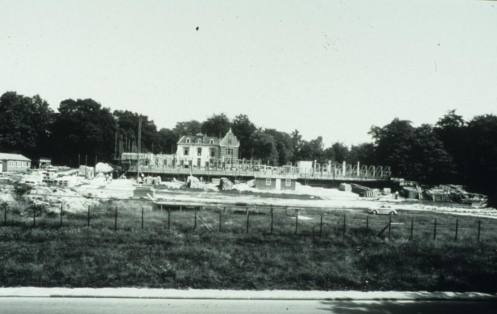 """bij de bouw van het nieuwe gemeentehuis op de Markt werd het oude gemeentehuis de """"Denenkamp"""", waar de ambtenaren na WOII in gehuisvest waren, afgebroken na oplevering van het nieuwe gemeentehuis."""
