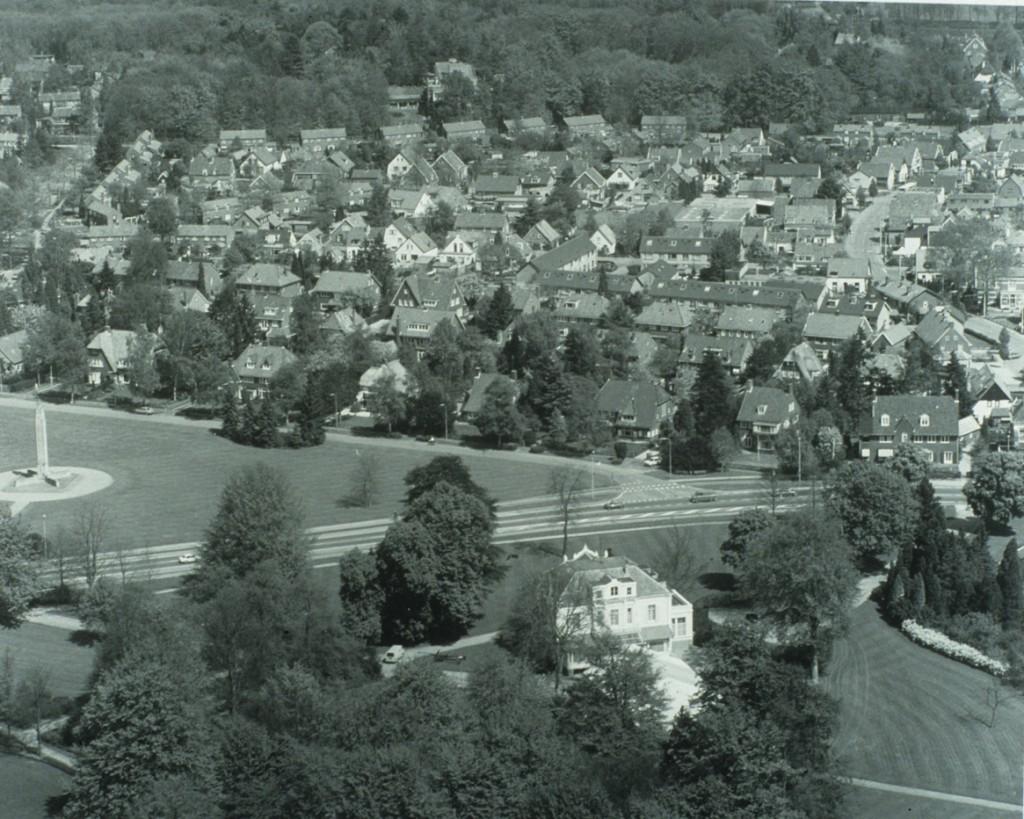 """Luchtfoto van de omgeving van het huis """"Hartenstein"""""""
