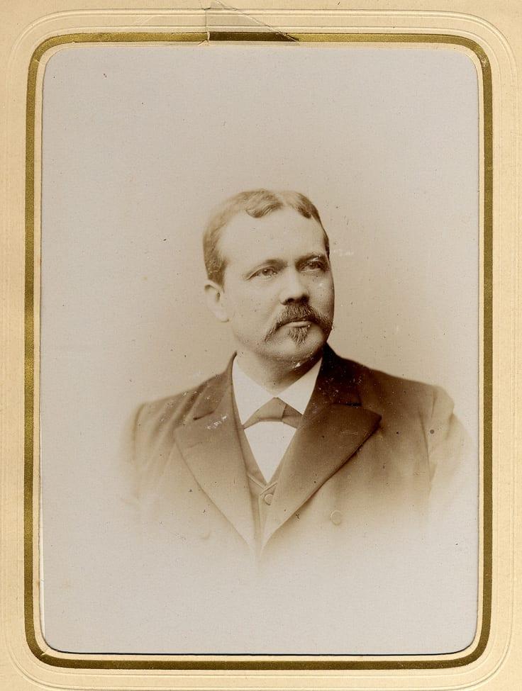 De papierfabrikant en wethouder van de gemeente Renkum N.J.F. Kamperdijk