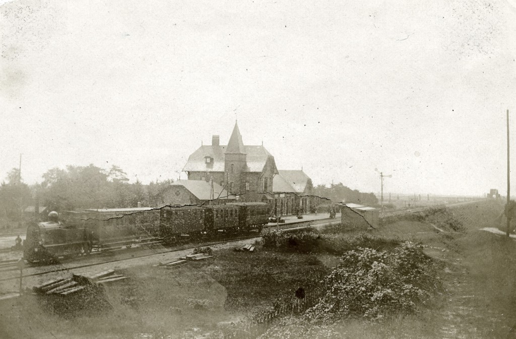 Het station Oosterbeek- Laag in volle glorie in 1898.