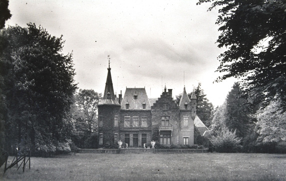 Na in 1881 het landgoed gekocht te hebben liet J.R. Wellenberg er in 1883 een kasteel op bouwen dat tot 1952 het landschap sierde.