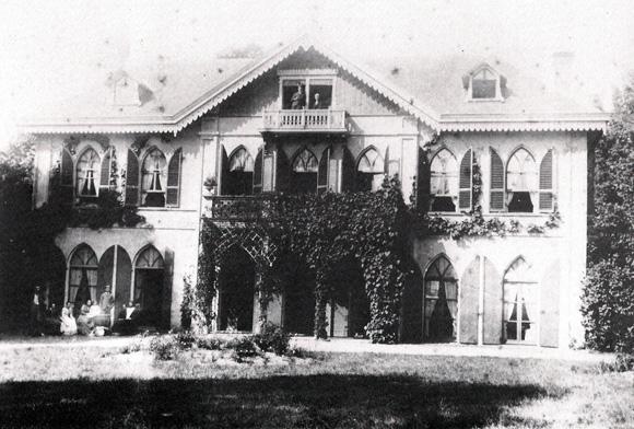 Transvalia met enige leden van de familie Beelaerts van Blokland op balkon en terras.