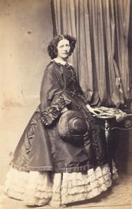 Ursula Kneppelhout -van Braam rond 1865, collectie Historisch Documentatiecentrum Renkum