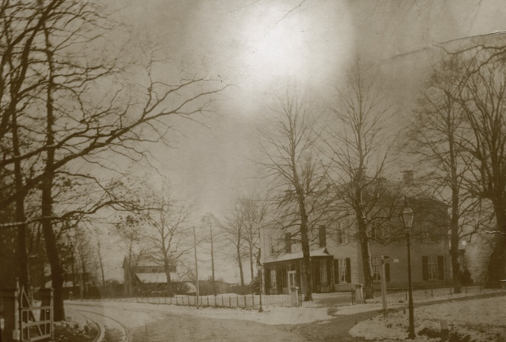 """Villa """"Valkenburg"""" op een winteravond."""
