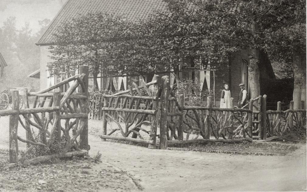 Op de kop van het Kerkpad, nabij de Veerweg stond ooit de boerderij van E.J. Thomassen. Bij de boerderij werden door zijn echtgenote verfrissingen verkocht zodat zij weldra als kasteleinse bekend stond. Later rond 1887, inmiddels weduwe zou Leendert Fangman, eigenaar van de Westerbouwing, voor haar een paviljoen op de Westerbouwing bouwen, het begin van de uitspanning Westerbouwing..