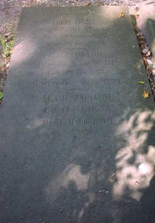 Graf van E.W. Schramm op de Oude Begraafplaats aan de Fangmanweg te Oosterbeek