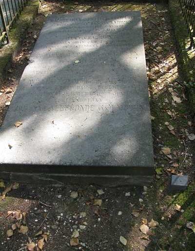 Graf van de familie Van Embden op de Oude Begraafplaats aan de Fangmanweg te Oosterbeek.