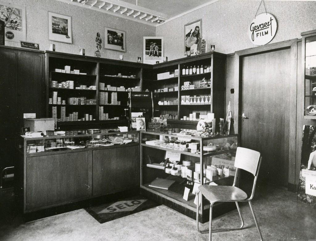 Het interieur van de winkel van de fotograaf Langevoort.