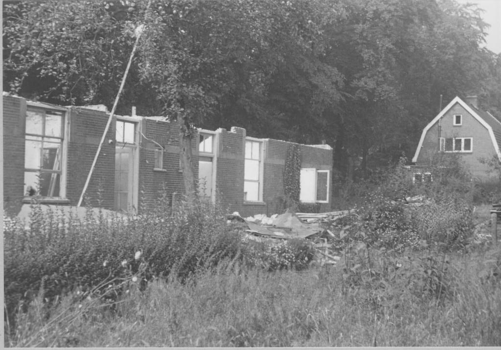 De panden op de Pastoor Bruggemanlaan 11-13 tijdens de afbraak in 1970.