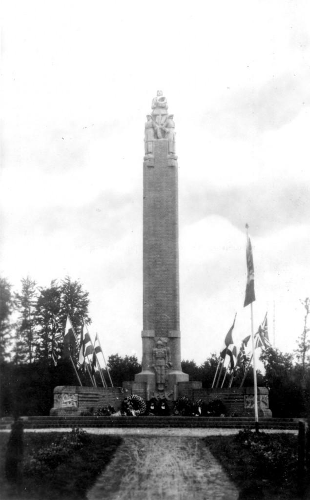 Het Airborne monument aan de Hartensteinlaan te Oosterbeek