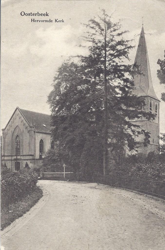 """De Oude Kerk voor WOII met het transept nog """"in volle glorie""""."""
