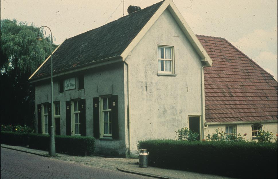 """De boerderij """"de Witte Poort"""", gebouwd in 1850, hier eind jaren `80 van de twintigste eeuw."""