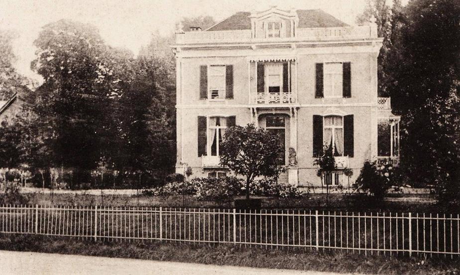 """""""Villa Nova"""", gebouwd rond 1865 door de bankier Fock die daarvoor in de villa """"Lucienheuvel""""woonde op de plek van de huidige vijver van de """"Hemelse Berg"""". Later werd de villa omgedoopt tot """"Dennenoord door de toenmalige bewoners de familie Lucardie."""