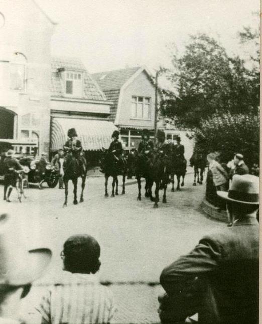 Gele Rijders passeren Garage De Pietersberg ook wel garage Sukkel. De garage werd in 1921 door Wijnand Sukkel opgericht.