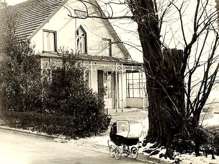 """Huize """"Duno Zicht"""", Benedendorpsweg 16-18 (foto collectie Wesselink)"""