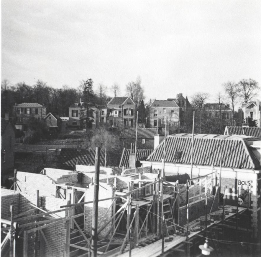 In 1956 werd op deze plek nieuwbouw gepleegd, waarin o.a. de fietshandel Kardol gevestigd is.