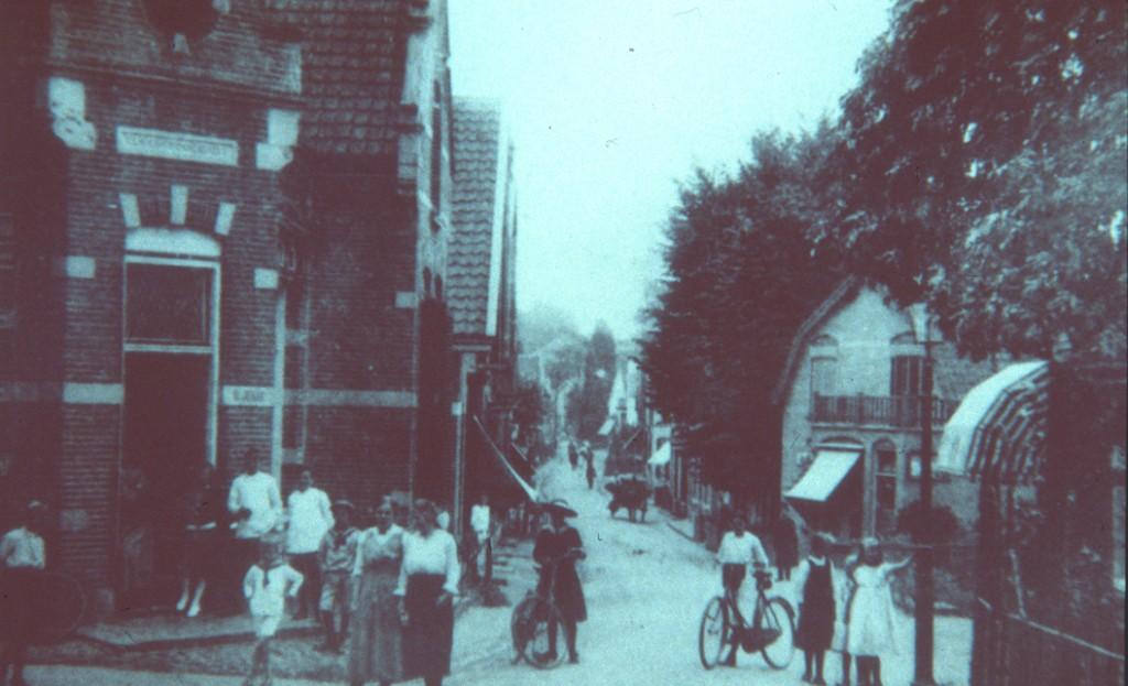 De voorganger van Hallie aan het begin der twintigste eeuw was W. Jekel. Hier links.