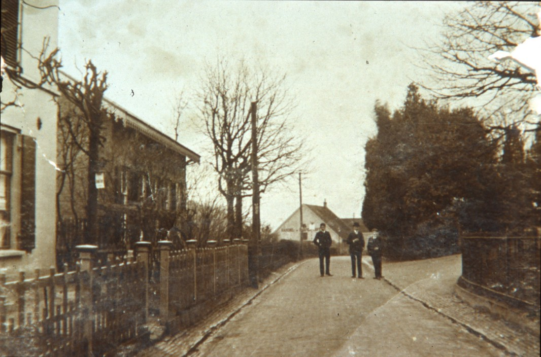 W0671 Weverstraat omstreeks 1900 Oosterbeek