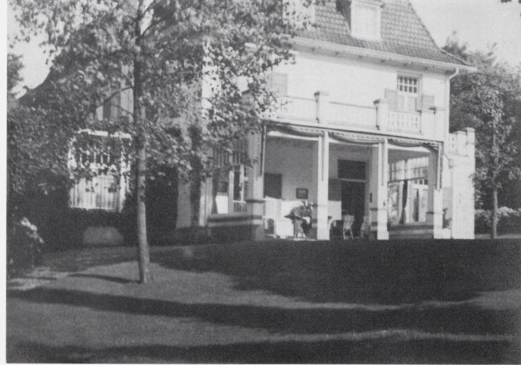 """De achterzijde (noordzijde) van de villa """"Dreijerheide"""". Foto uit 1936."""