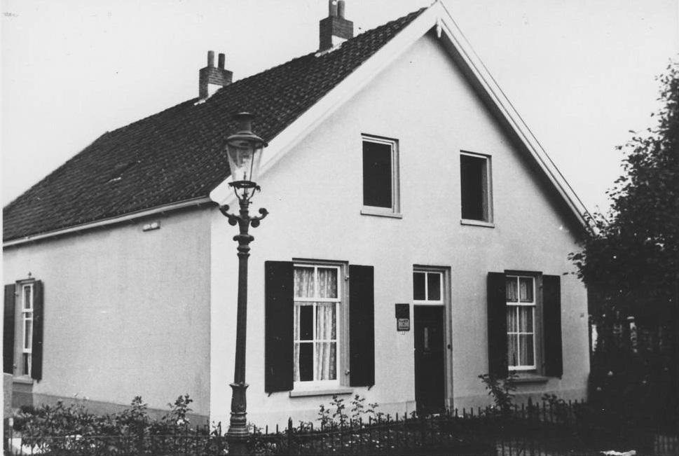 Het huis van de steenhouwer en begrafenisondernemer Hermanus van Heek op Paasberg 22.