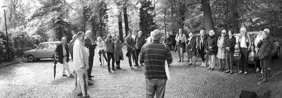 Pieter van der Kuil heet de wandelaars welkom en introduceert de inleiders.