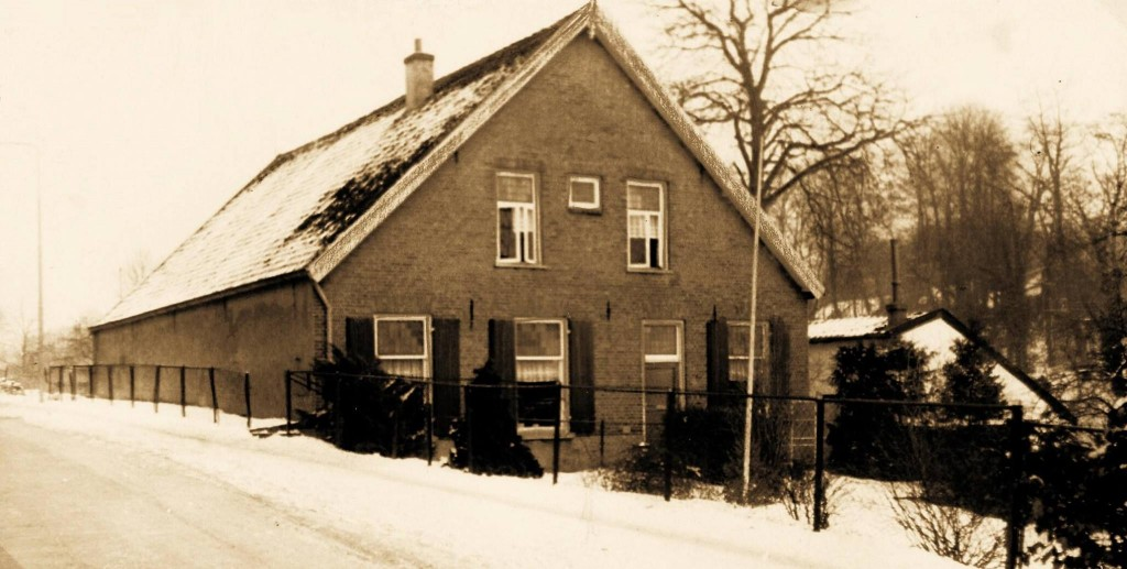 Zuidgevel van de boerderij van de kolenhandelaar H.A. van Lingen.