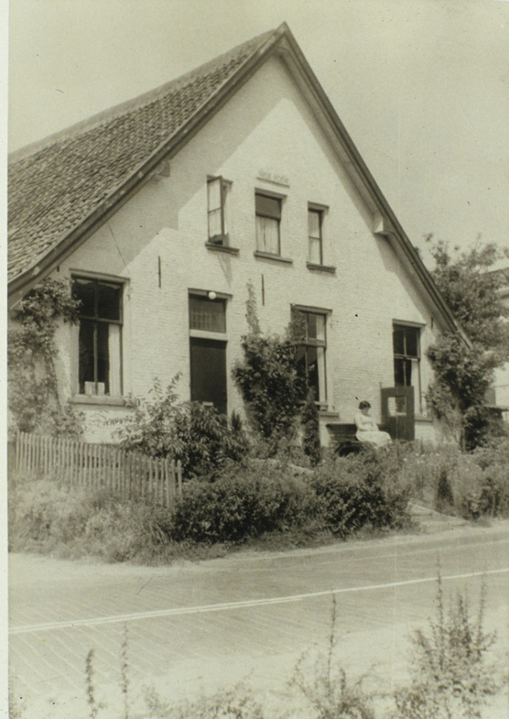 De voormalige stalhouderij nadat het enkel woonhuis was geworden.
