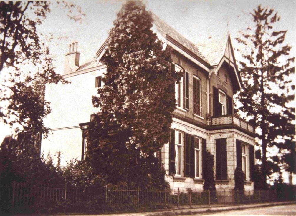 De villa op de westhoek van de Weverstraat/ Benedendorpsweg. Foto 1928.