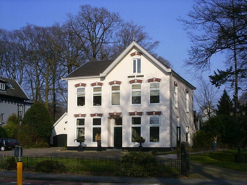 "De villa ""Overveen, Stationsweg 103 Ede"
