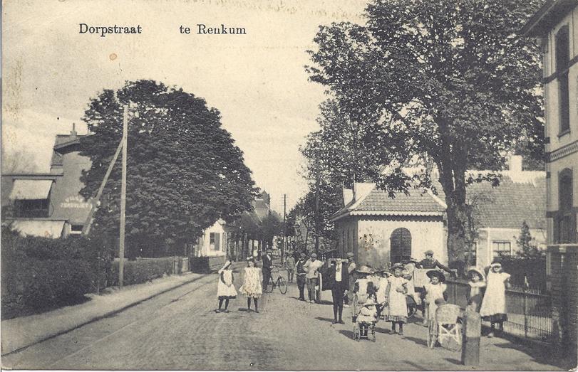"""Links de villa """"Zorgvliet"""" en rechts de woning van Wentz."""