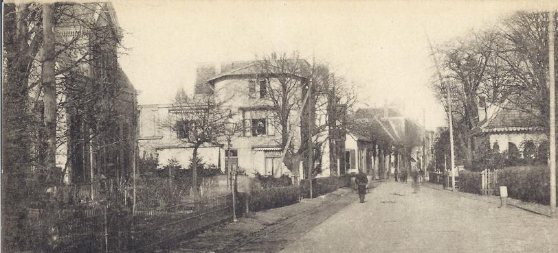 """Links het huis"""" de Tramhalte"""" met daarachter het latere """"Zorgvliet""""."""