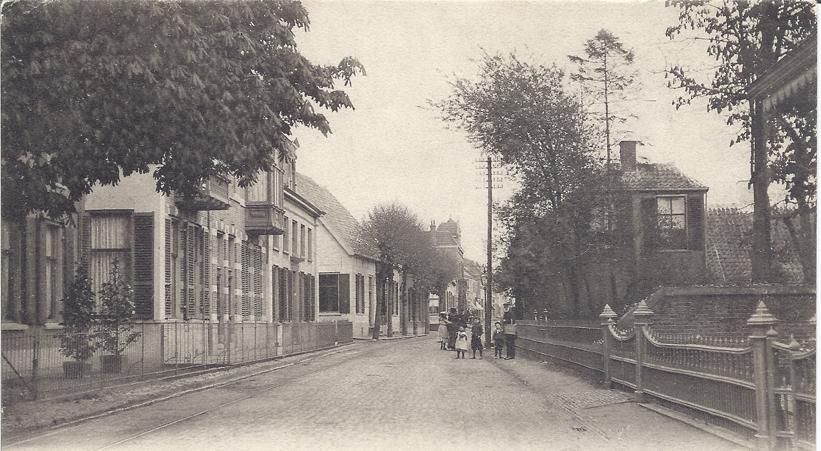 Geheel links een deel van het pand Dorpsstraat 149.