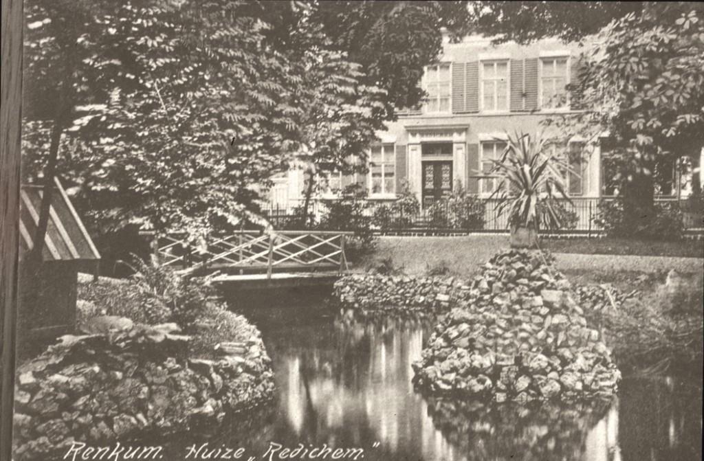 """De overtuin van de villa """"Redichem"""" aan de noordzijde van de Postweg met een uitloper van de Molenbeek die daar onder de Postweg doorliep. Het huis en de overtuin werden doorsneden door de Postweg Utrecht- Arnhem."""