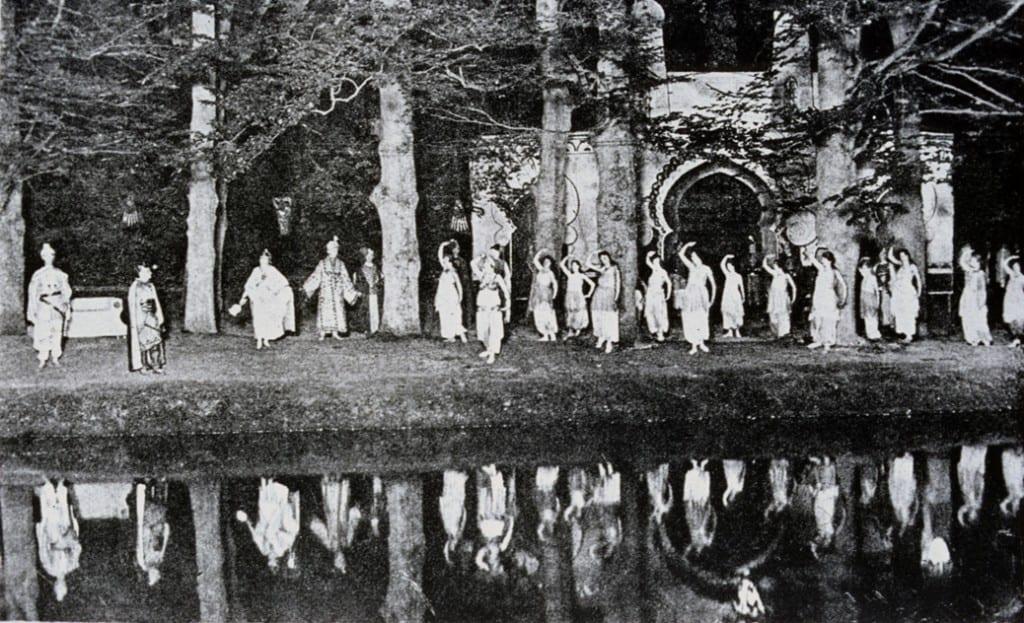 Opvoering aan de eendjesvijver van een van Wesselinks onvolprezen toneelstukken.