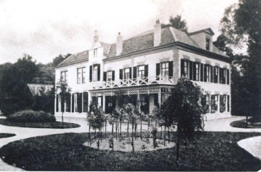 """De voormalige kostschool """" `t Huis Heelsum"""", het tweede hotel in de keten."""