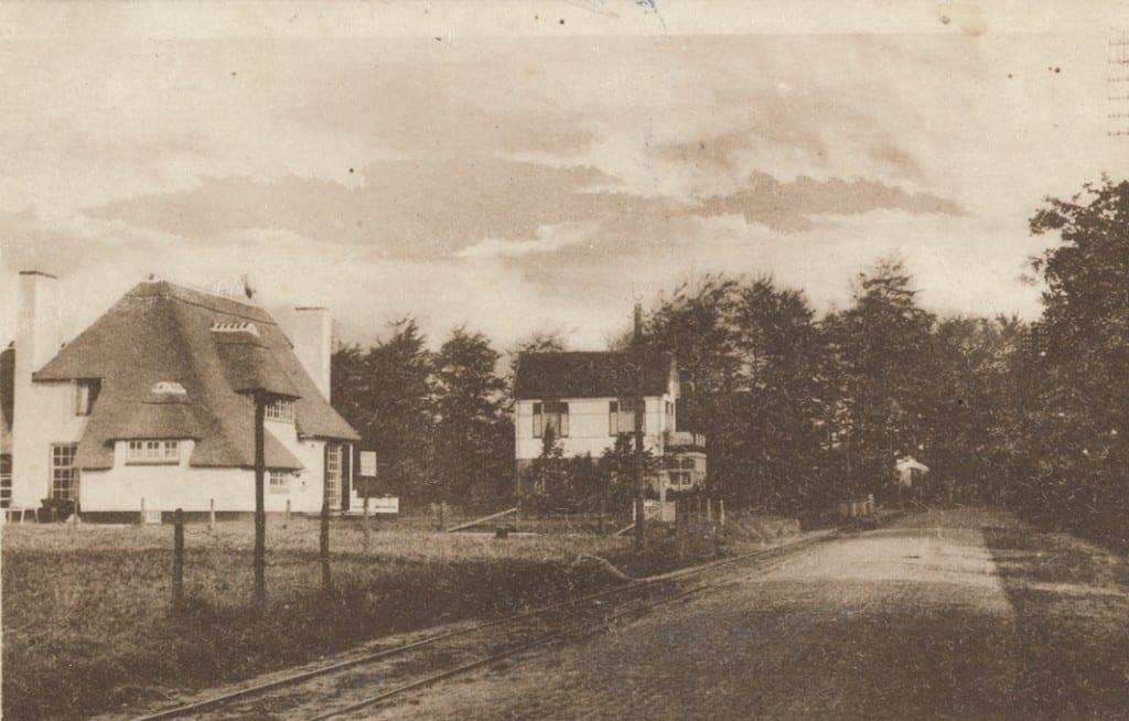 """De villa """"Stroovogel"""" aan de huidige Generaal Foulkesweg te Wageningen. Op die plek, tegenover de ingang van de botanische tuin """"Belmonte"""" staat nu het appartementencomplex op nummer"""