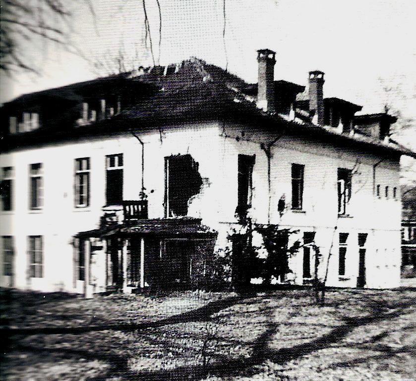 Het zwaar beschadigde hotel Dreijeroord