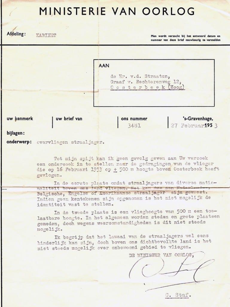 Van der Straaten zoekt vaker zijn recht en schrijft in 1953 aan de minister van Oorlog Staf, waarin hij klaagt over vliegtuigoverlast boven zijn hotel.