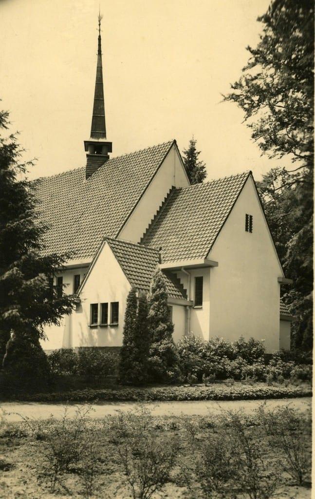 De noordzijde van de achterliggende kapel.