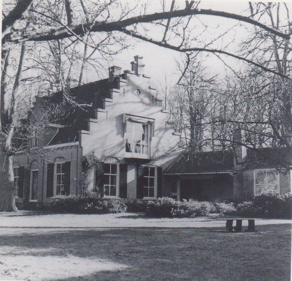"""""""`t Swarntje"""" de conciergewonig van het landgoed """"Swaenenburgh"""" waarin Eschauzier van 1924 tot 1940 woonde."""