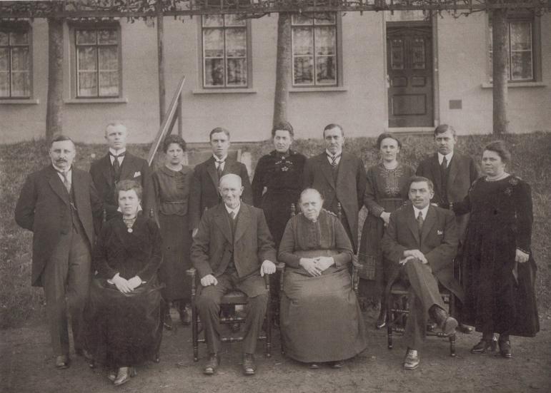 Familie Ruijtenberg in 1920 t.g.v. het 40-jarig huwelijksfeest bijeen in Waspik.
