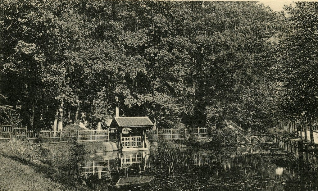 De zuidelijk van het Jagershuis gelegen vijver.
